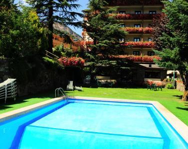 Piscina exterior Hotel Rutllan & Spa
