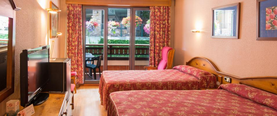 Hotel Rutllan & Spa duplex room beds